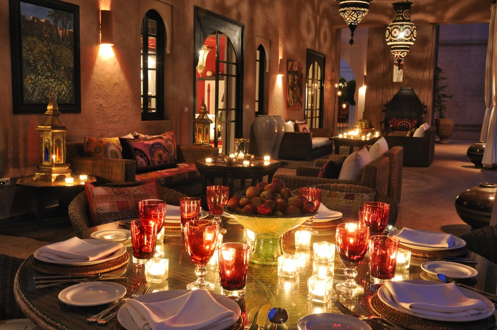 dining-at-night