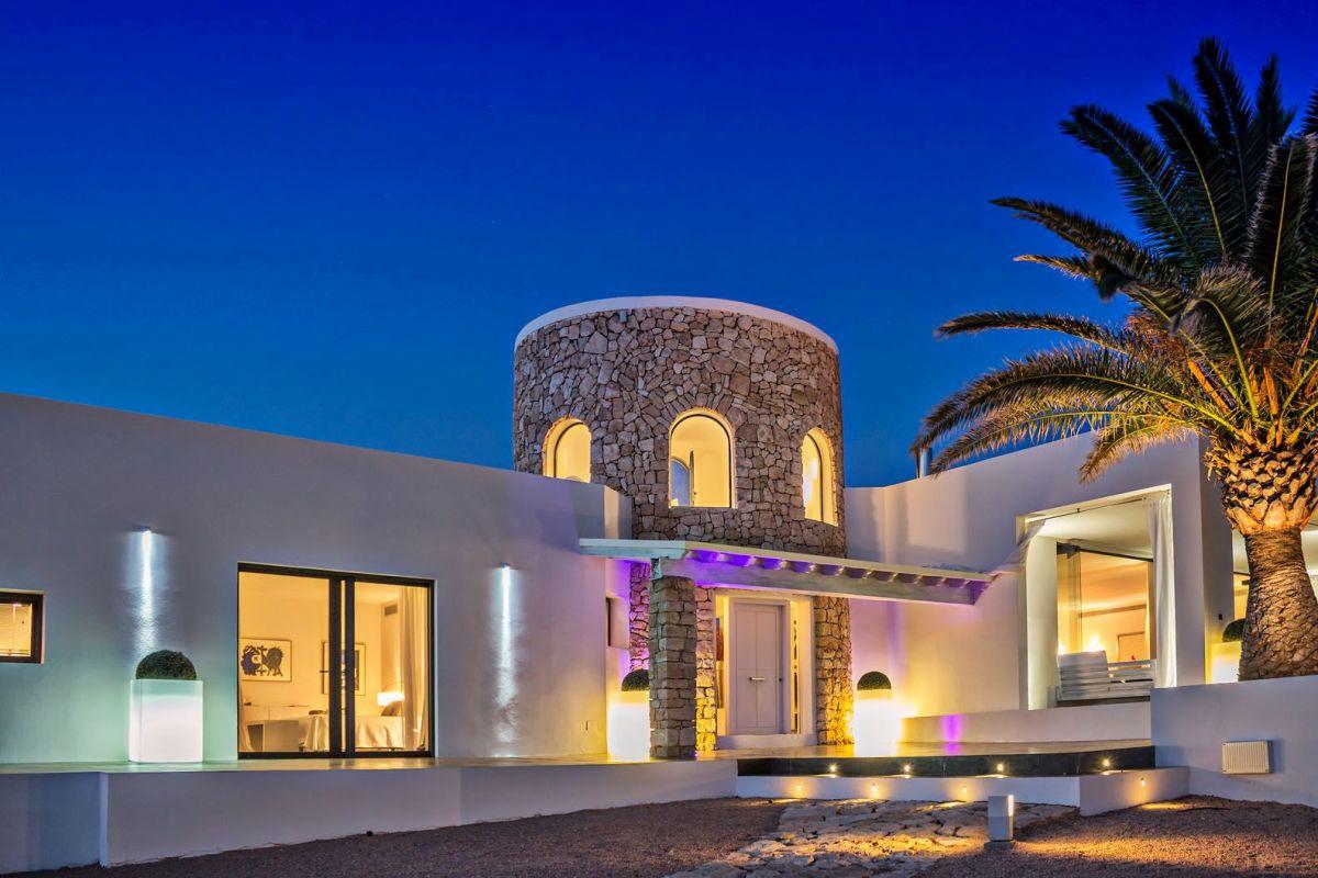 north Ibiza luxury villa, luxury villa North Ibiza, luxury holidays North Ibiza, luxury villa in Ibiza with a helipad, private island in Ibiza